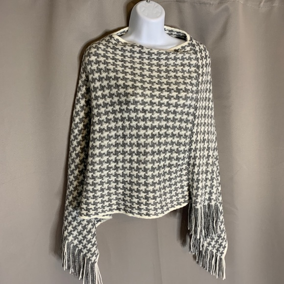 Houndstooth Knit Wrap